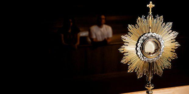 Adoracja Najświętszego Sakramentu w Godzinię Świętą